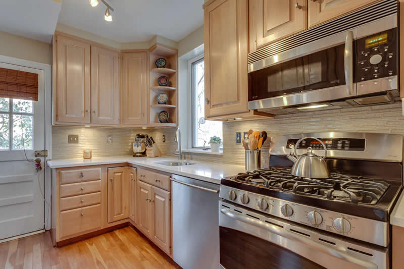 10 - 5927 Beech Avenue Kitchen