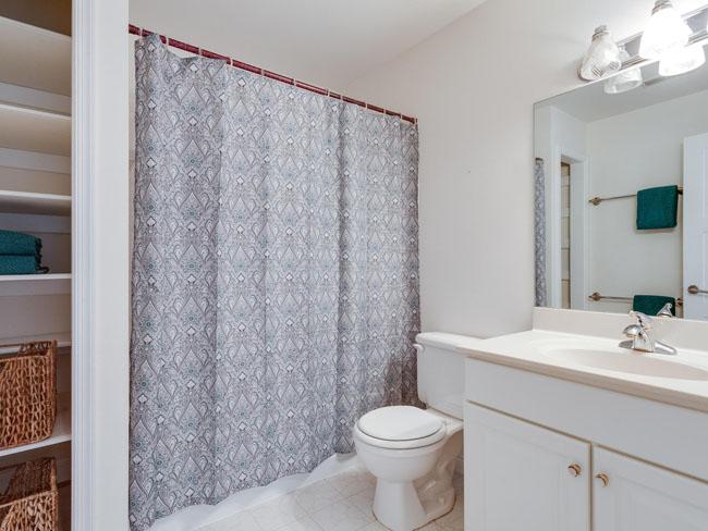 29 - full bath on upper level