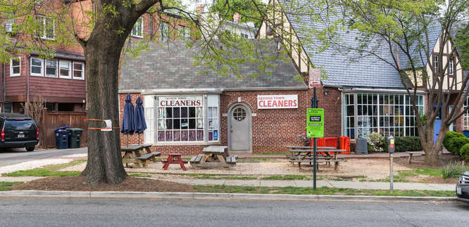 Neighborhood Narrative:  Foxhall Village