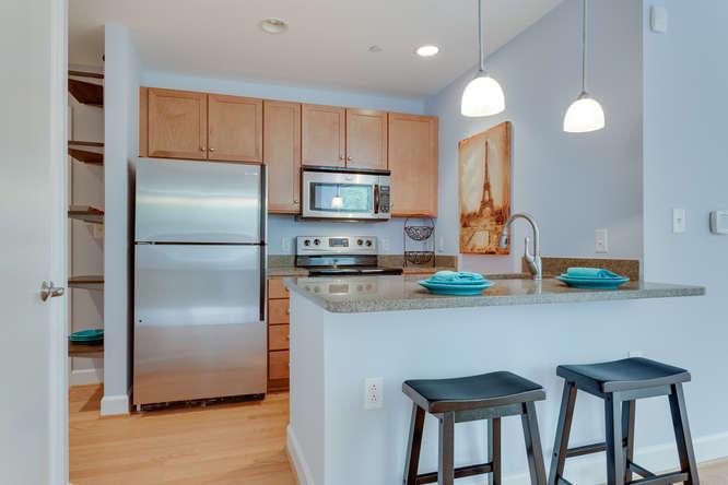 150 V St NW VL07 Washington DC-small-013-Kitchen-666x444-72dpi