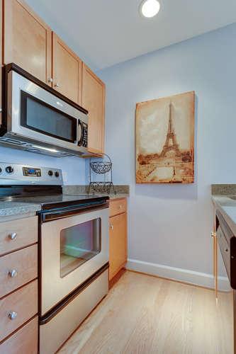 150 V St NW VL07 Washington DC-small-015-Kitchen-334x500-72dpi