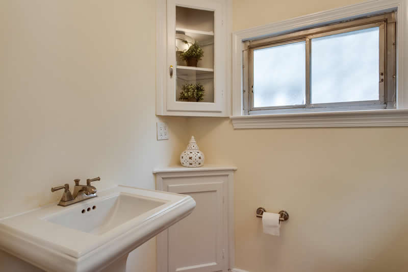 1617 Newton St NE Washington-large-027-Powder Room-1500x1000-72dpi