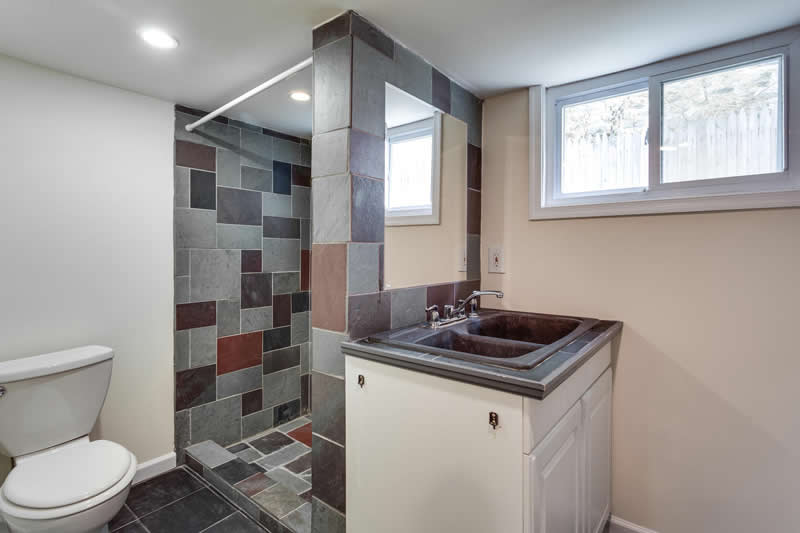 1617 Newton St NE Washington-large-038-Bathroom-1500x1000-72dpi