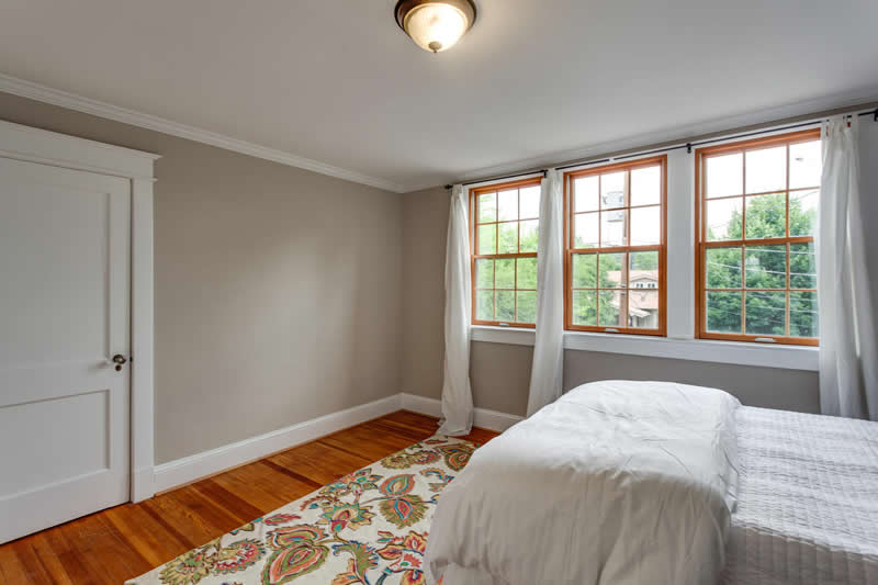 1617 Newton St NE Washington-large-040-Master Bedroom-1500x1000-72dpi