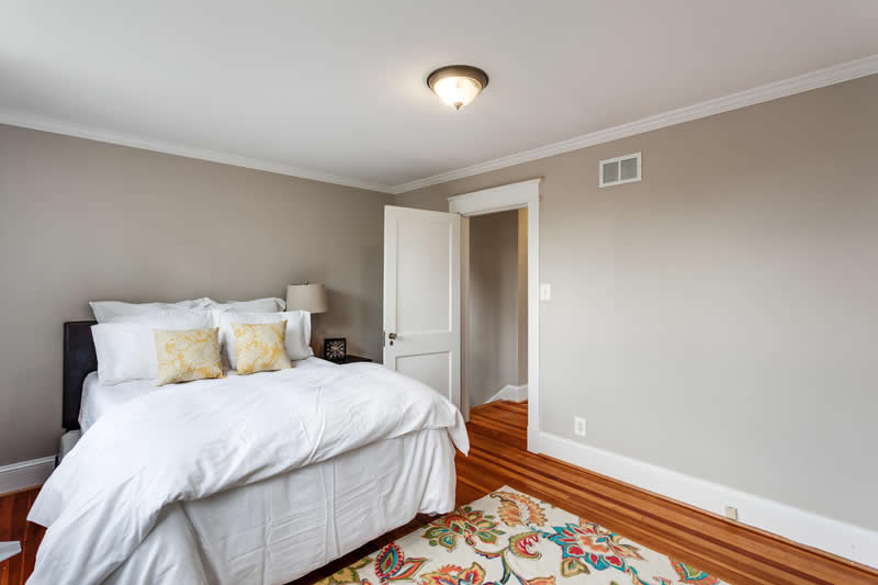 1617 Newton St NE Washington-large-041-Master Bedroom-1500x1000-72dpi