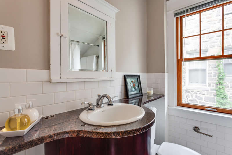 1617 Newton St NE Washington-large-046-Bathroom-1500x1000-72dpi