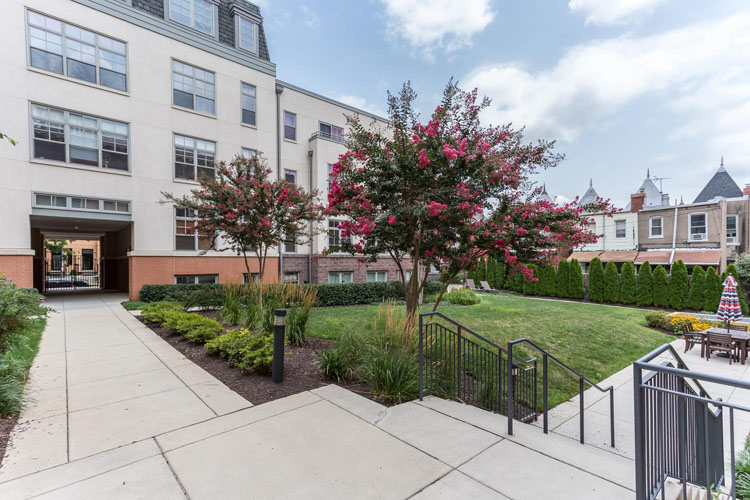 2035-2nd-Street-G302-large-005-Courtyard-1500x1000-72dpi