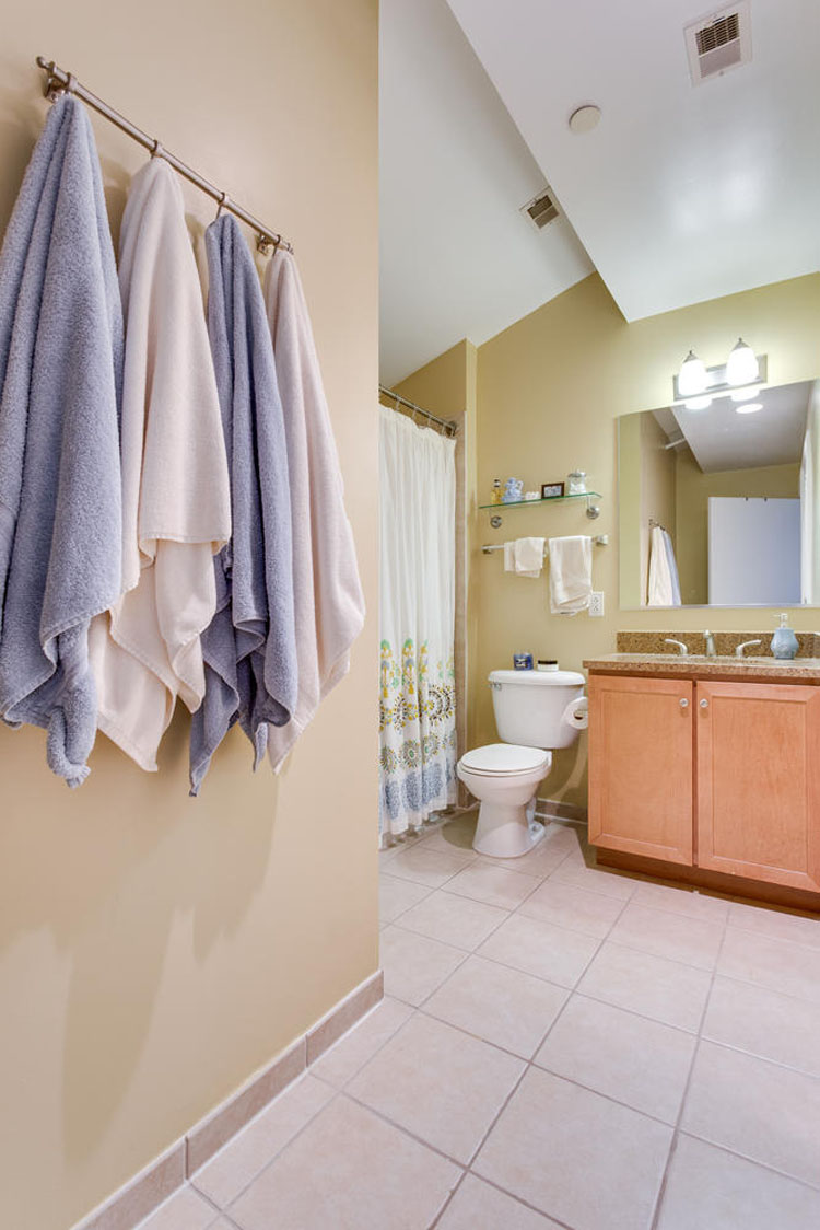 2035-2nd-Street-G302-large-038-Bathroom-667x1000-72dpi