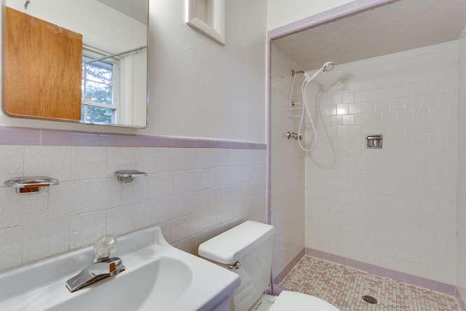 9332 Limestone Pl College Park-small-021-Master Bath-666x444-72dpi