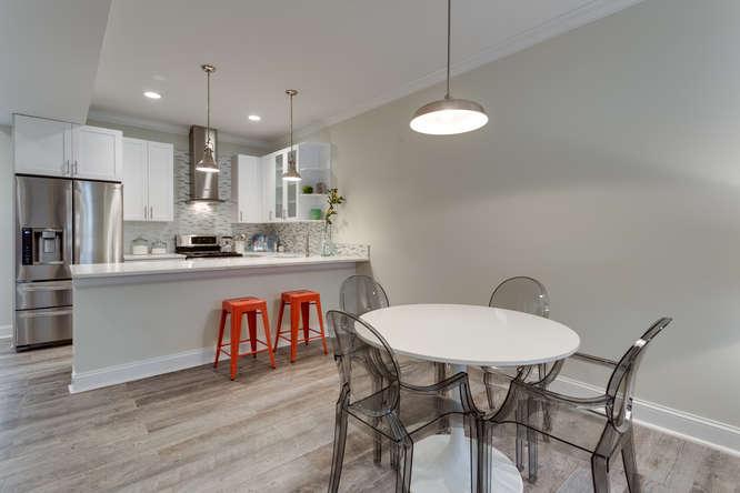 29-Q-St-NE-1-Washington-DC-small-010-Dining-Room-666x444-72dpi