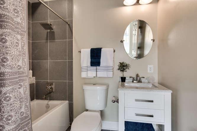 29-Q-St-NE-1-Washington-DC-small-019-Bathroom-666x444-72dpi