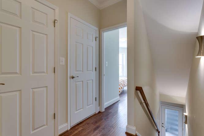29-Q-St-NE-1-Washington-DC-small-021-Hallway-666x444-72dpi