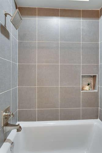 29-Q-St-NE-1-Washington-DC-small-027-Bathroom-334x500-72dpi