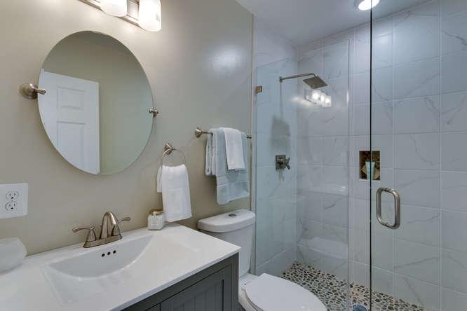 29-Q-St-SW-Unit-2-Southwest-small-031-Bathroom-666x444-72dpi