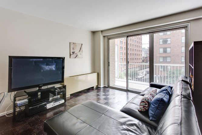 730 24th St NW Unit 312-small-015-Living Room-666x444-72dpi