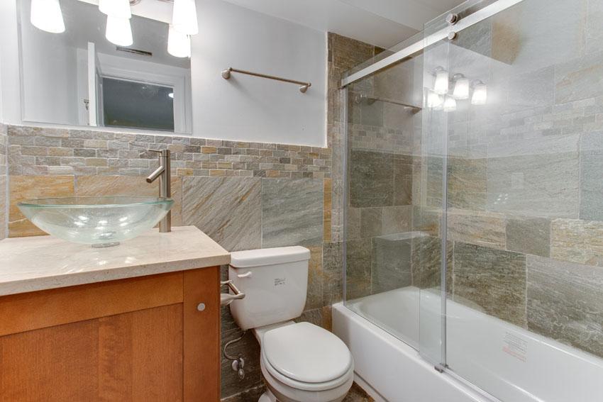 1031 10th St NE Washington DC-print-009-Bathroom-4200x2800-300dpi