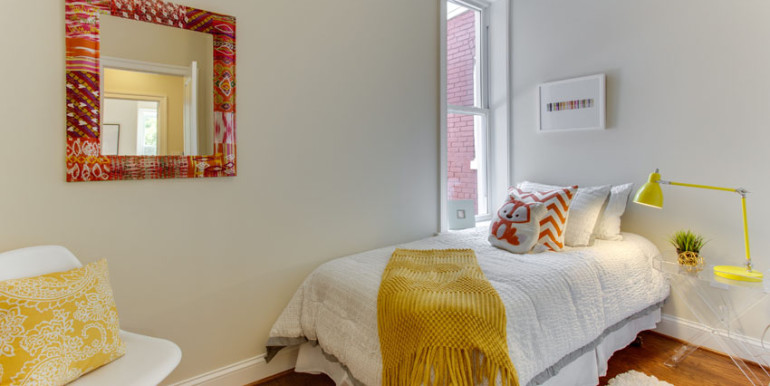 1031 10th St NE Washington DC-print-033-Bedroom-4200x2800-300dpi