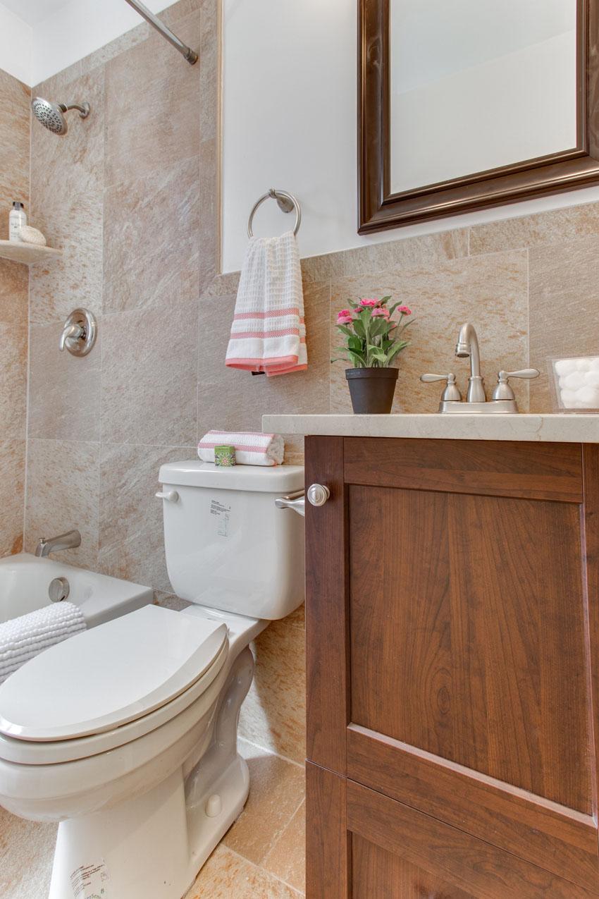 1031 10th St NE Washington DC-print-047-Bathroom-2800x4200-300dpi