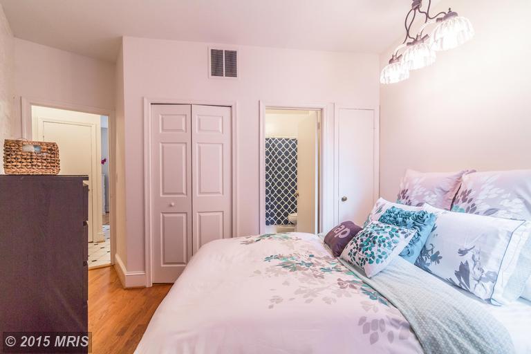 DC8643588 - Lower Unit Bedroom