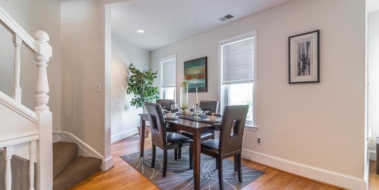 DC8643588 - Separate Dining Area