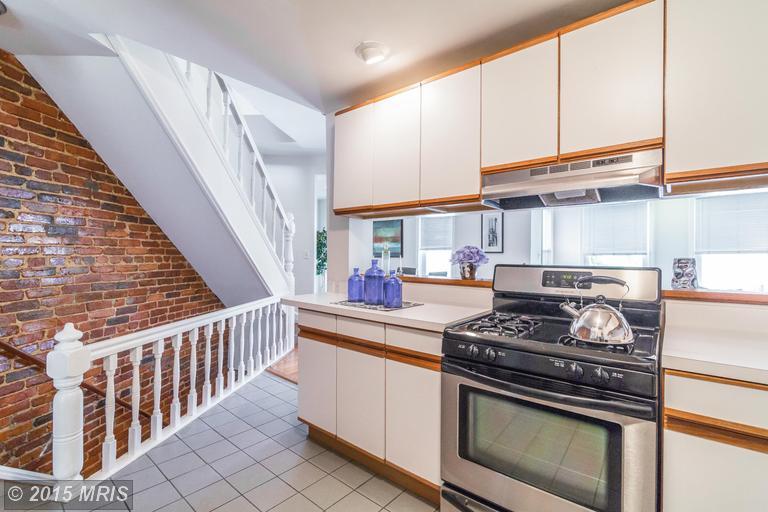 DC8643588 - Kitchen w/ Stainless Appliances