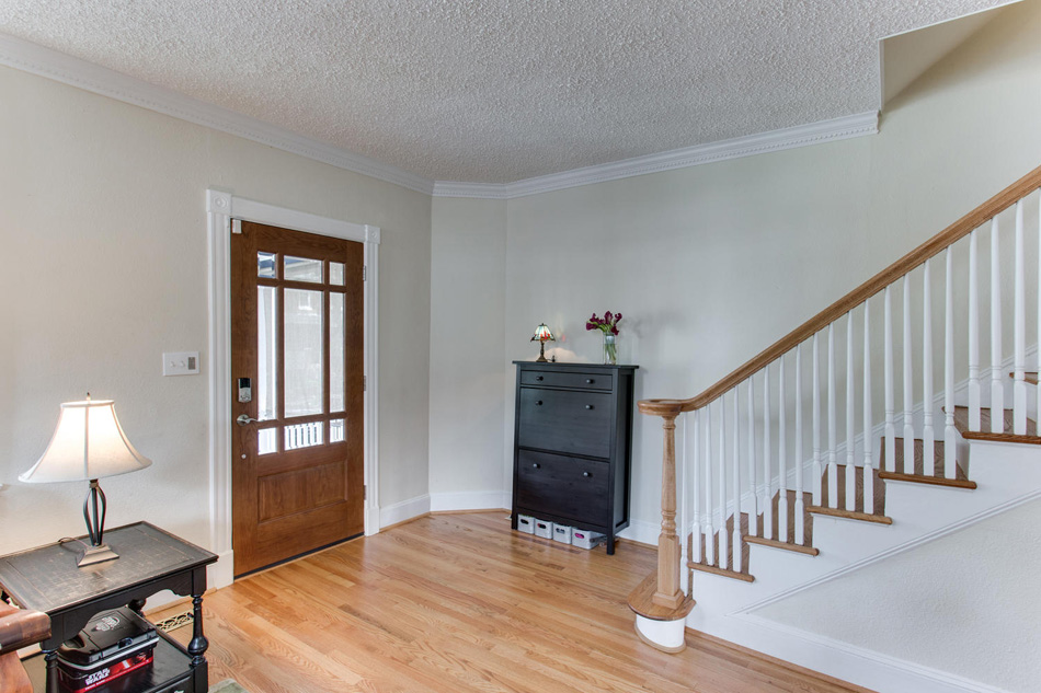 916 Decatur St NW Washington-large-007-7-Entryway-1500x1000-72dpi