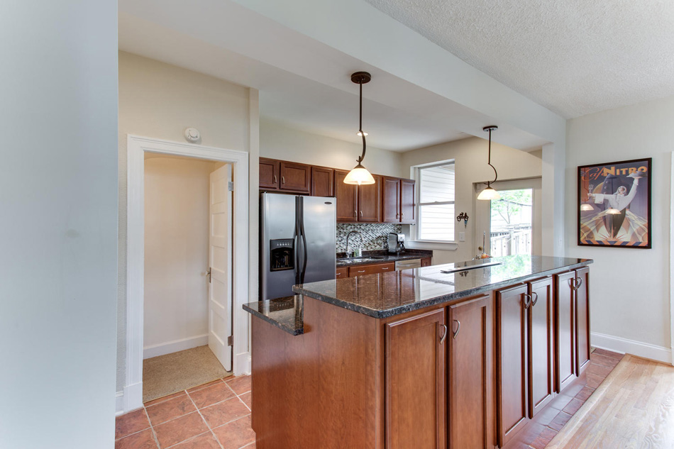 916 Decatur St NW Washington-large-020-21-Kitchen-1500x1000-72dpi