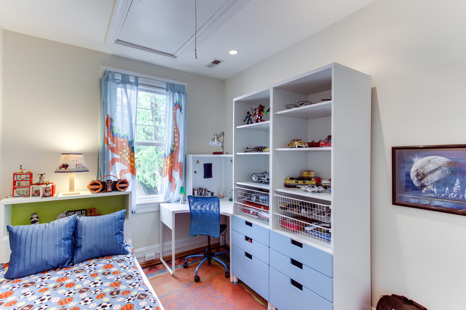 916 Decatur St NW Washington-large-029-37-Bedroom 1-1500x1000-72dpi