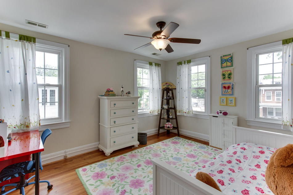 916 Decatur St NW Washington-large-031-48-Bedroom 2-1500x1000-72dpi