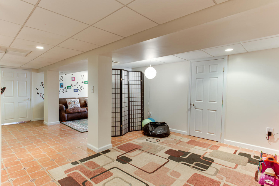 916 Decatur St NW Washington-large-047-49-Recreation Room-1500x1000-72dpi