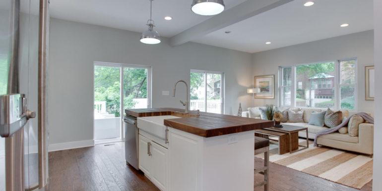1356 Girard St NE Washington-large-019-50-Kitchen-1500x1000-72dpi
