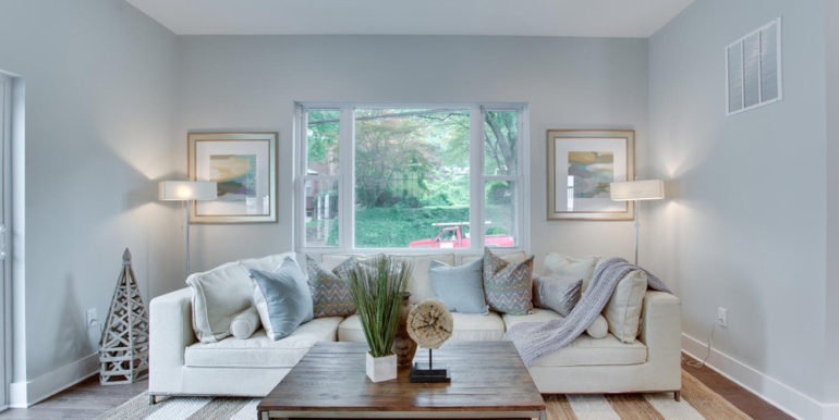 1356 Girard St NE Washington-large-032-65-Family Room-1500x1000-72dpi