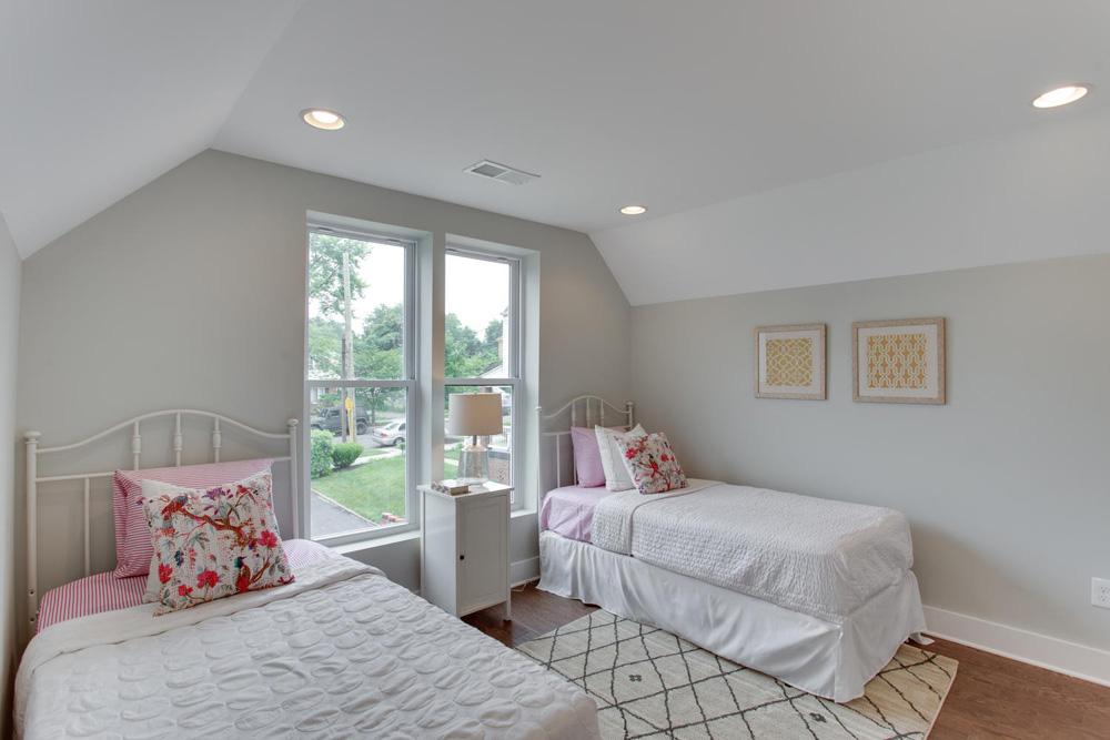 1356 Girard St NE Washington-large-037-12-Bedroom-1500x1000-72dpi