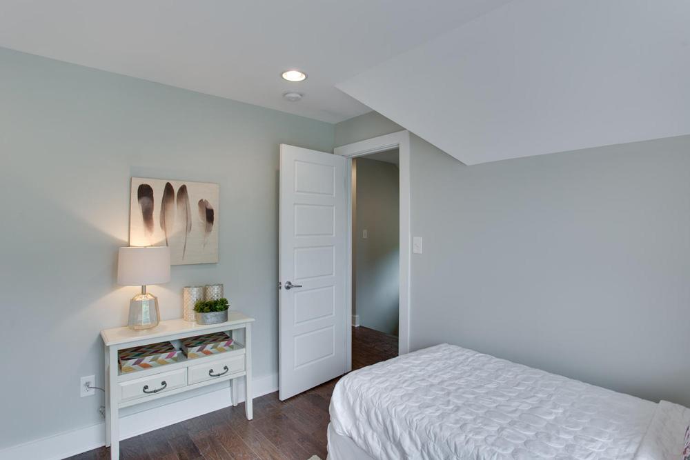 1356 Girard St NE Washington-large-038-26-Bedroom-1500x1000-72dpi