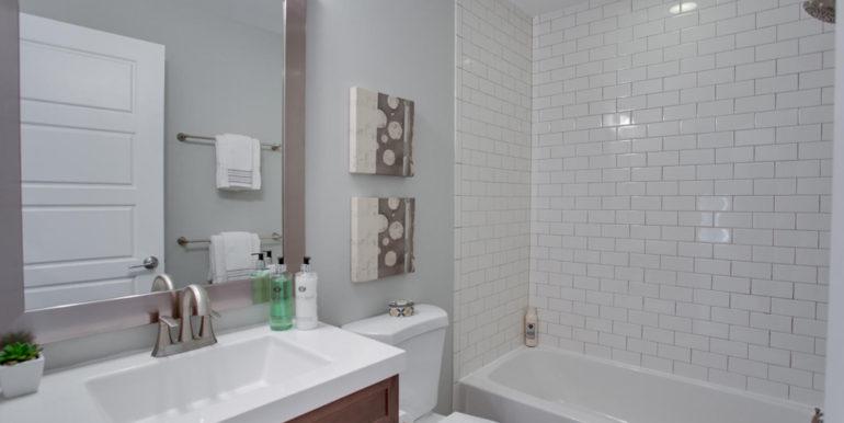 1356 Girard St NE Washington-large-039-24-Bathroom-1500x1000-72dpi