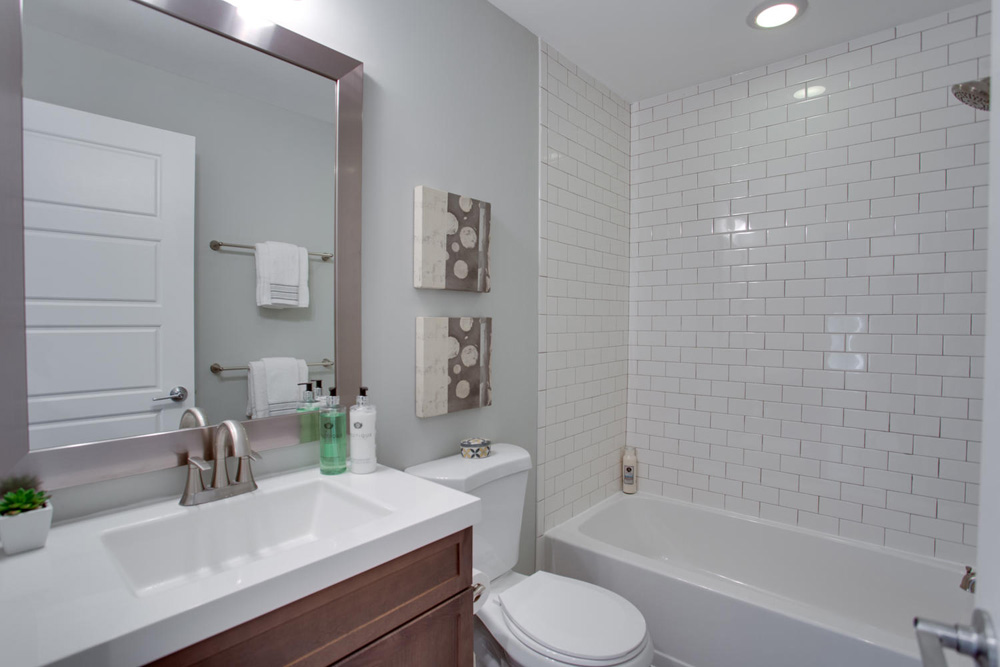 1356 Girard St NE Washington-large-039-24-Bathroom-1500x1000-72dpi