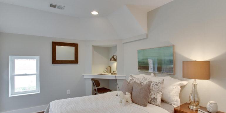 1356 Girard St NE Washington-large-041-19-Bedroom-1500x1000-72dpi