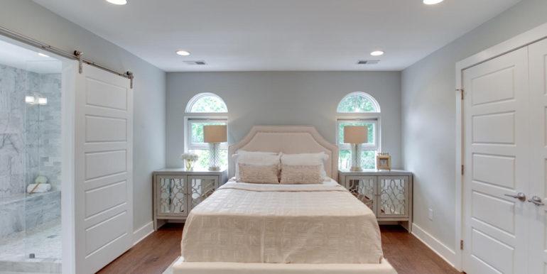 1356 Girard St NE Washington-large-045-22-Master Bedroom-1500x1000-72dpi