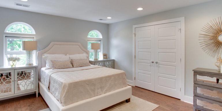 1356 Girard St NE Washington-large-047-10-Master Bedroom-1500x1000-72dpi