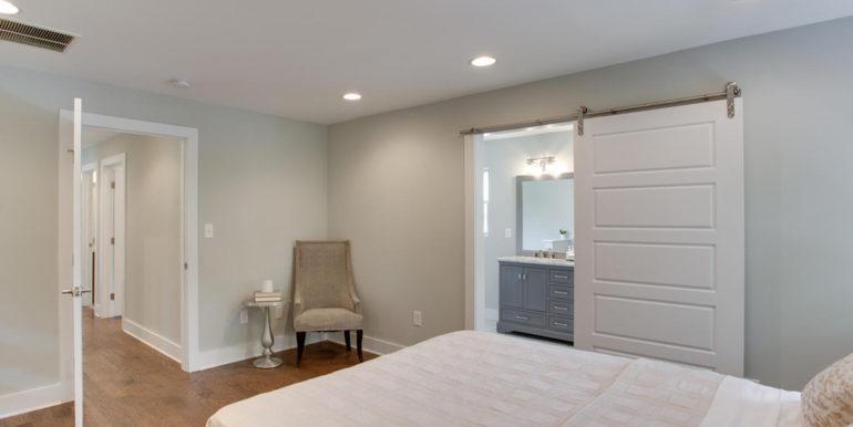 1356 Girard St NE Washington-large-048-25-Master Bedroom-1500x1000-72dpi