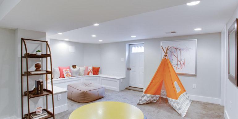 1356 Girard St NE Washington-large-058-29-Recreation Room-1500x1000-72dpi