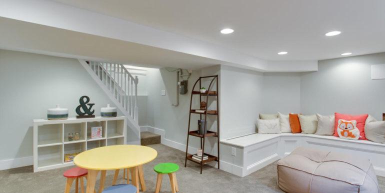 1356 Girard St NE Washington-large-060-37-Recreation Room-1500x1000-72dpi