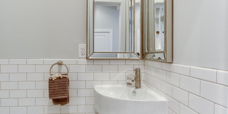 16 R St NW Unit 1 Washington-large-033-52-Bathroom-1500x1000-72dpi