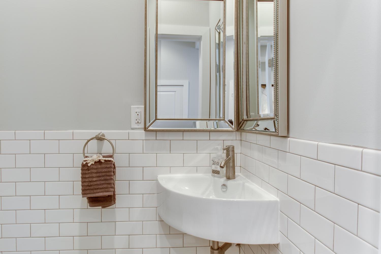16 R St NW Unit 1 Washington-large-033-52-Bathroom-1500x1000-72dpi