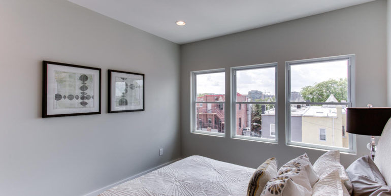 16 R St NW Unit 1 Washington-large-041-28-Master Bedroom-1500x1000-72dpi