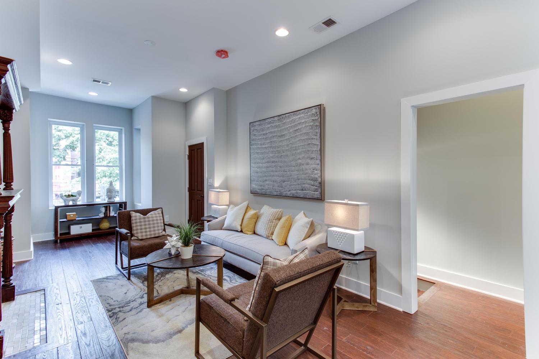 16 R St NW Unit 2 Washington-large-011-32-Living Room-1500x1000-72dpi
