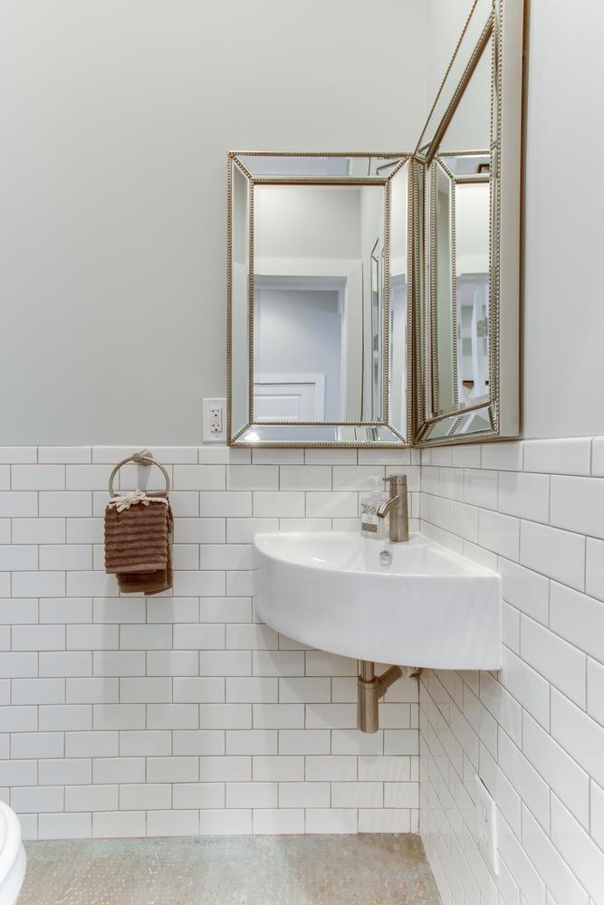 16 R St NW Unit 2 Washington-large-030-40-Bathroom-667x1000-72dpi