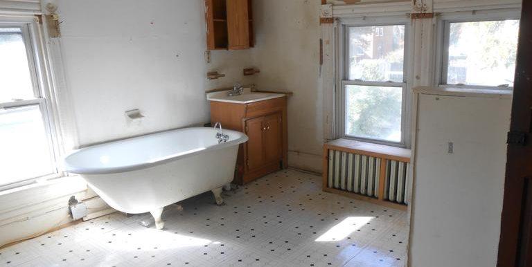 DC9500776 - Bath