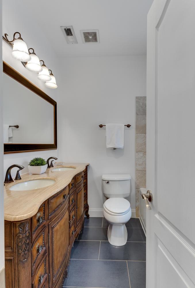 161 Randolph Pl NW Unit 2-large-034-3-Bathroom-678x1000-72dpi