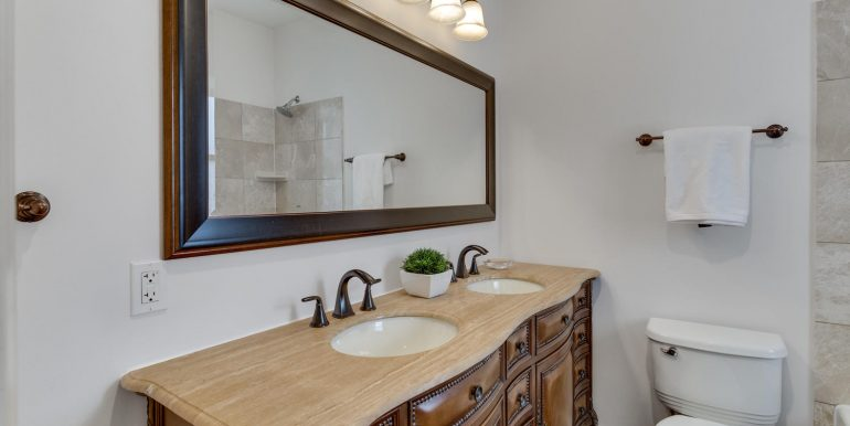 161 Randolph Pl NW Unit 2-large-035-27-Bathroom-1500x1000-72dpi